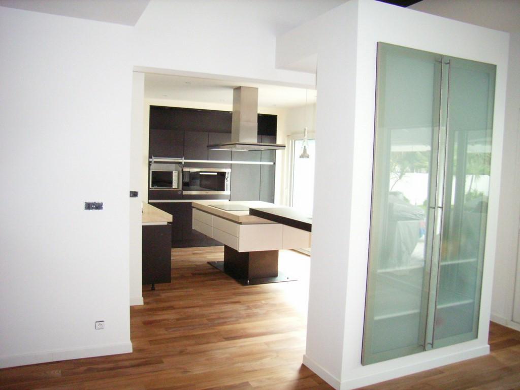 parquet montpellier pose de papier peint et parquet pour une chambre with parquet montpellier. Black Bedroom Furniture Sets. Home Design Ideas